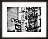Signpost, Fashion Ave, Manhattan, New York City, United States, Black and White Photography Reproduction encadrée par Philippe Hugonnard