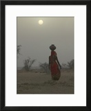 Woman Carrying Water Jar in Sand Storm  Thar Desert  Rajasthan  India