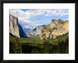 Classic Tunnel-View  Bridalveil Falls  El Capitan and Half Dome  Yosemite  California  USA