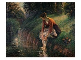 Young Woman Bathing Her Feet in a Brook by Camille Pissarro Giclée par Camille Pissarro
