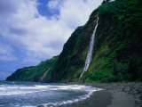 Kaluahine Waterfall in the Waipio Valley on the Hamakua Coast  Hawaii (Big Island)  Hawaii  USA