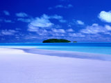 Small Island Across the Waters of Aitutaki Lagoon  Aitutaki  Southern Group  Cook Islands