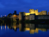 King John&#39;s Castle Over the River Shannon  Limerick  County Limerick  Ireland  Munster