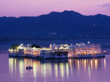 Lake Palace Hotel on Lake Pichola  Udaipur  Rajasthan  India