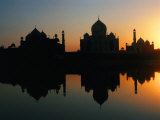 17th Century Taj Mahal Reflected in Yanuna River  Agra  Uttar Pradesh  India