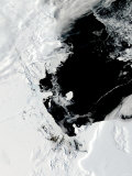 January 29  2007  B-15J Iceberg in the Ross Sea  Antarctica (Before Breakup)