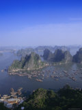 Ha Long (Ha-Long) Bay  Unesco World Heritage Site  Hong Gai  Vietnam