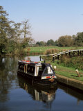 Narrow Boat Moored Waiting to Enter Craft Lock  Sutton Green  Surrey  England