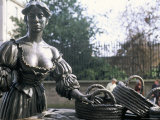 Bronze Statue of Molly Malone  Grafton Street  Dublin  County Dublin  Eire (Ireland)