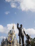 Statue of Walt Disney and Micky Mouse at Disney World  Orlando  Florida  USA