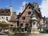 Place Francois Rude Bareuzai  Dijon  Bourgogne (Burgundy)  France