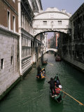 Bridge of Sighs and Gondolas  Venice  Veneto  Italy