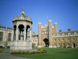 Great Court  Fountain and Great Gate  Trinity College  Cambridge  Cambridgeshire  England