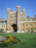 Great Court and Great Gate  Trinity College  Cambridge  Cambridgeshire  England