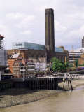 The New Globe Theatre with the Tate Gallery of Modern Art in Background  Bankside  London  UK