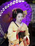 Geisha, Maiko (Trainee Geisha) in Gion, Kyoto City, Honshu, Japan Papier Photo par Christian Kober