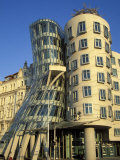 Exterior of the Dancing House at Rasinovo Embankment  Nove Mesto  Prague  Czech Republic