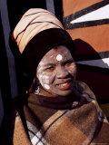 Portrait of a Woman with Facial Decoration, Cultural Village, Johannesburg, South Africa, Africa Papier Photo par Sergio Pitamitz