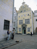 Street Musicians Play by the Three Brothers  Riga&#39;s Oldest Houses  Riga  Latvia