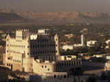 Sultan's Palace and Say'Un Village  Wadi Hadhramawt Valley  South Yemen  Yemen  Middle East