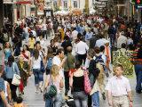 Crowd on Calle de Preciados  Madrid  Comunidad de Madrid  Spain