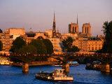 Seine River  Ile de la Cite  Notre Dame Cathedral in Background  Paris  Ile-De-France  France