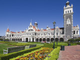 Park Near Ornate Railroad Station  Dunedin  South Island  New Zealand