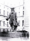 Statue of William Penn in Courtyard of City Hall  Philadelphia  Pennsylvania