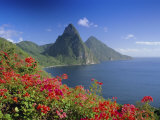 Soufriere and the Pitons, St. Lucia, Windward Islands, West Indies, Caribbean, Central America Papier Photo par Gavin Hellier