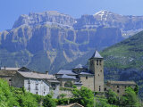 Torla  Village Perched on Hilltop Beneath Mondarruego  Huesca (Pyrenees)  Aragon  Spain  Europe
