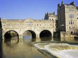 Pulteney Bridge and Weir on the River Avon  Bath  Avon  England  UK