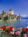 Lake Thun (Thunersee) and Oberhofen Castle  Bernese Oberland  Switzerland  Europe
