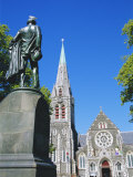 Statue of J R Godley and the Cathedral  Christchurch  Canterbury  South Island  New Zealand