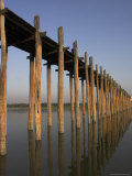 Taungthaman Lake  U Bein&#39;s Bridge  the Longest Teak Span Bridge in the World  Mandalay  Myanmar