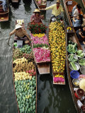 Market Traders in Boats Selling Fruit  Damnoen Saduak Floating Market  Bangkok  Thailand