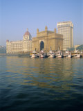 Gateway of India Arch and Taj Mahal Intercontinental Hotel  Mumbai  Maharashtra State  India