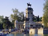 Lake and Monument at Park  Parque Del Buen Retiro (Parque Del Retiro)  Retiro  Madrid  Spain