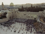 Crowd Gathers Before the Wailing Wall to Celebrate Shavuot