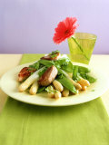 Asparagus with Mangetouts and Pork Fillet Medallions