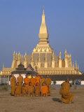 Great Stupa  Monks  Vientiane  Laos