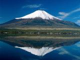 Mount Fuji  Lake Yamanaka  Fuji  Honshu  Japan