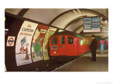 1960&#39;s Tube Train in Piccadilly Circus Station