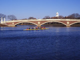 Sculling on the Charles River, Harvard University, Cambridge, Massachusetts Papier Photo par Rob Tilley