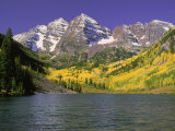 Maroon Lake and Autumn Foliage  Maroon Bells  CO