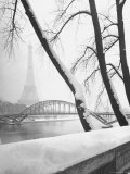 Heavy Snow Around the Eiffel Tower