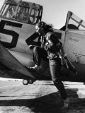 Female Pilot of the Us Women&#39;s Air Force Service Posed with Her Leg Up on the Wing of an Airplane