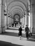 Arched Walkway at Front of Union Station Papier Photo par Alfred Eisenstaedt