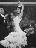 La danseuse Maria Albaicin sur scène au cabaret Corral de La Moreria, Rio de Janeiro Papier Photo par Loomis Dean