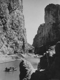 Excursionists Paddle Down Rio Grande River in Big Bend National Park