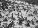 650 Motorcyclists Race Through the Mojave Desert